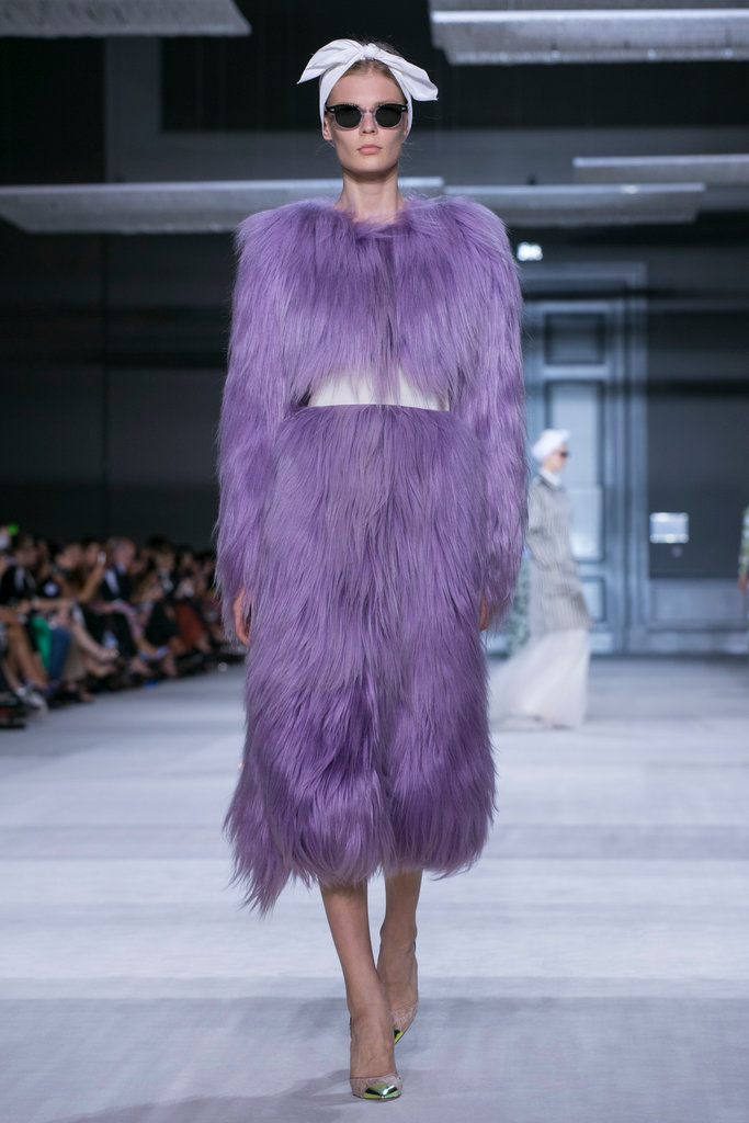 https://i1.wp.com/int.nyt.com/applications/catwalk/images/giambattista-valli/winter-2014-couture/23-jumbo.jpg