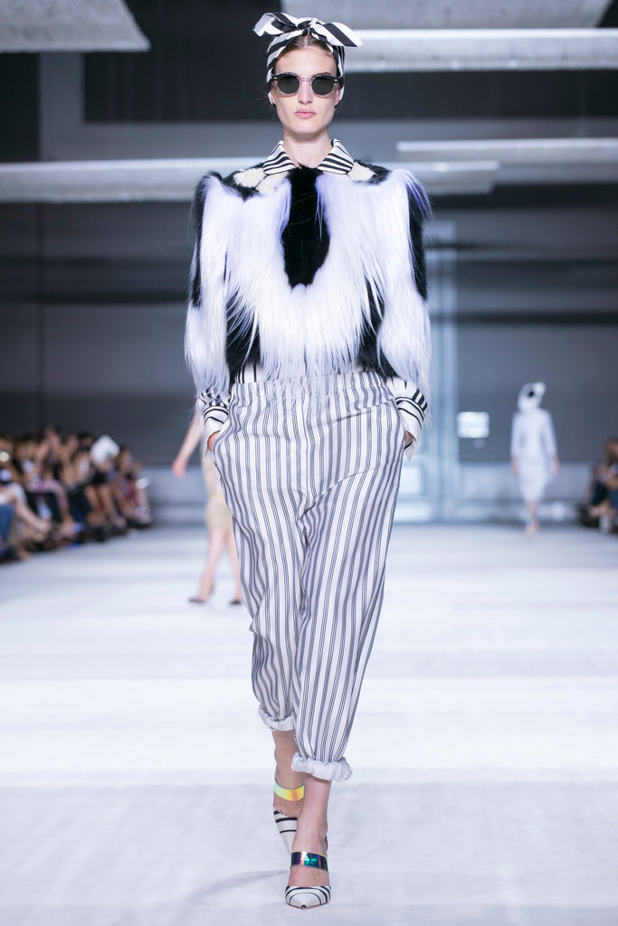 https://i1.wp.com/int.nyt.com/applications/catwalk/images/giambattista-valli/winter-2014-couture/3-jumbo.jpg