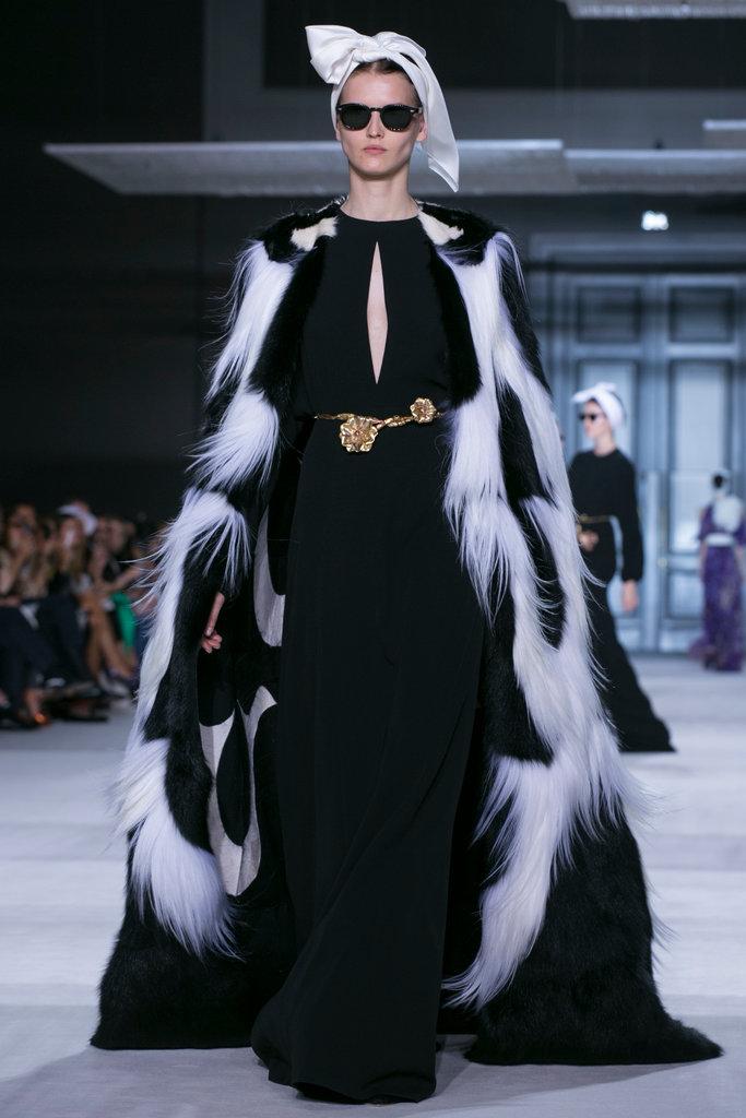 https://i1.wp.com/int.nyt.com/applications/catwalk/images/giambattista-valli/winter-2014-couture/31-jumbo.jpg