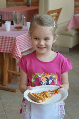 pizza kelnerka Nina