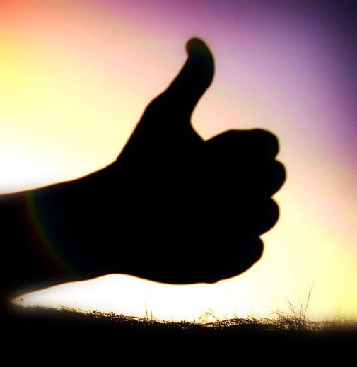 Thumbs_up_by_Wakalani