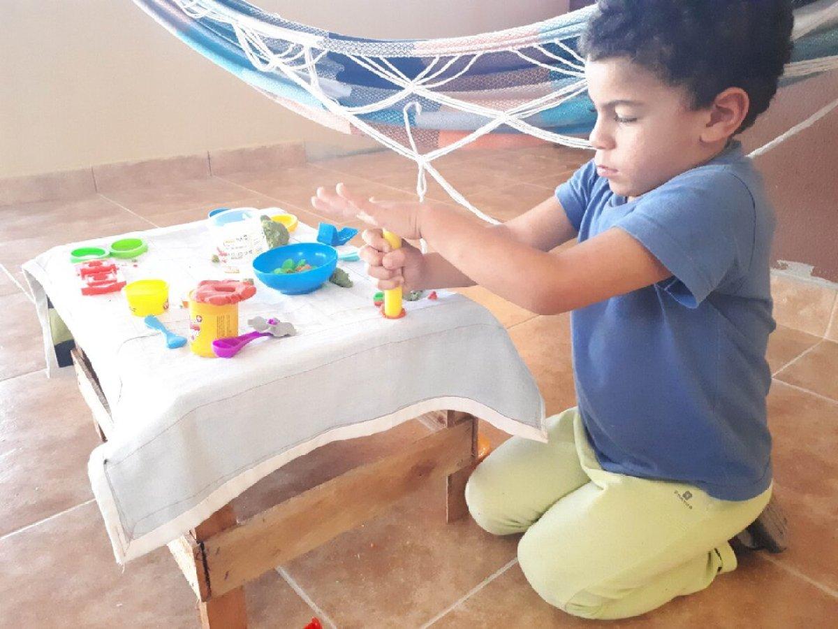 O que fazer nas férias escolares em casa - massinha