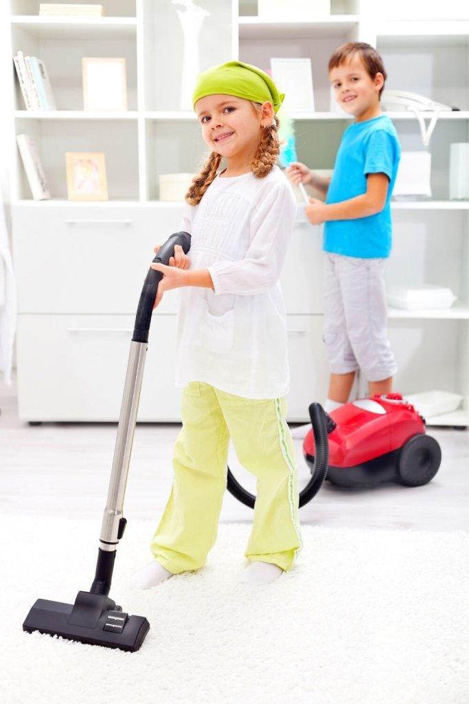 Tarefas Domésticas: Seu filho pode ajudar a aspirar a casa!