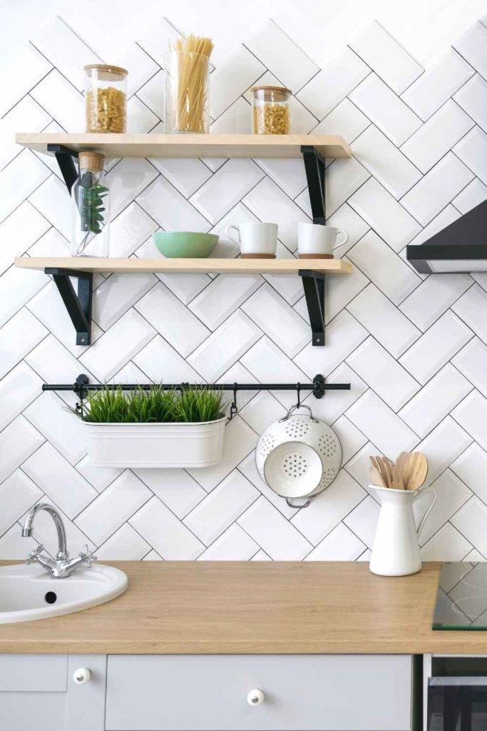 decoração de cozinha com prateleiras 19