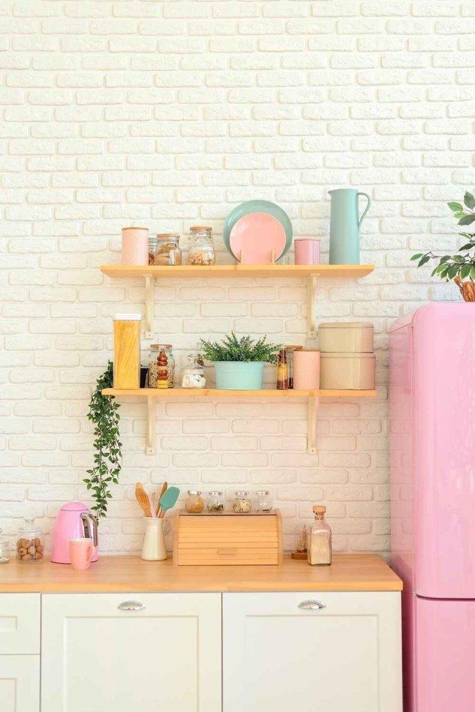 decoração de cozinha com prateleiras 22