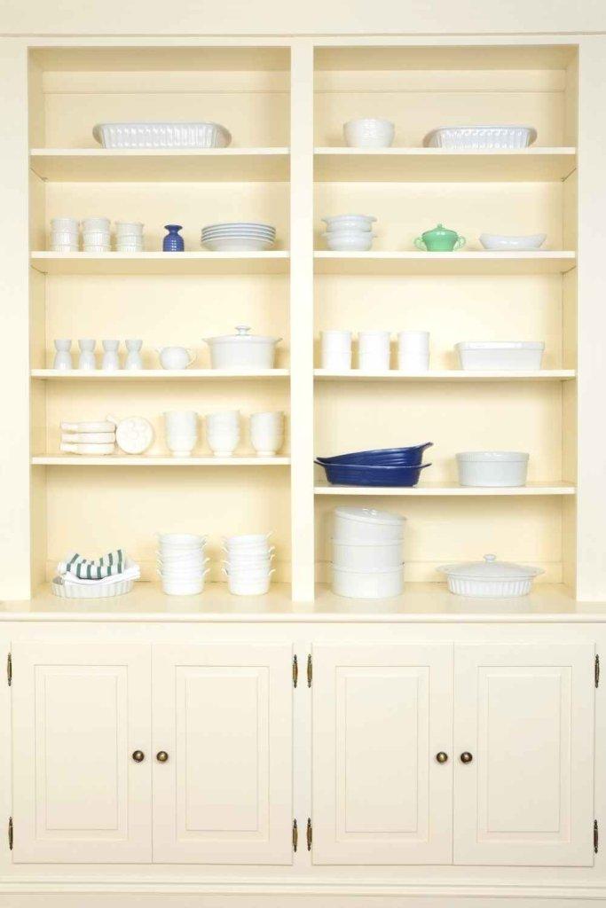 decoração de cozinha com prateleiras 23