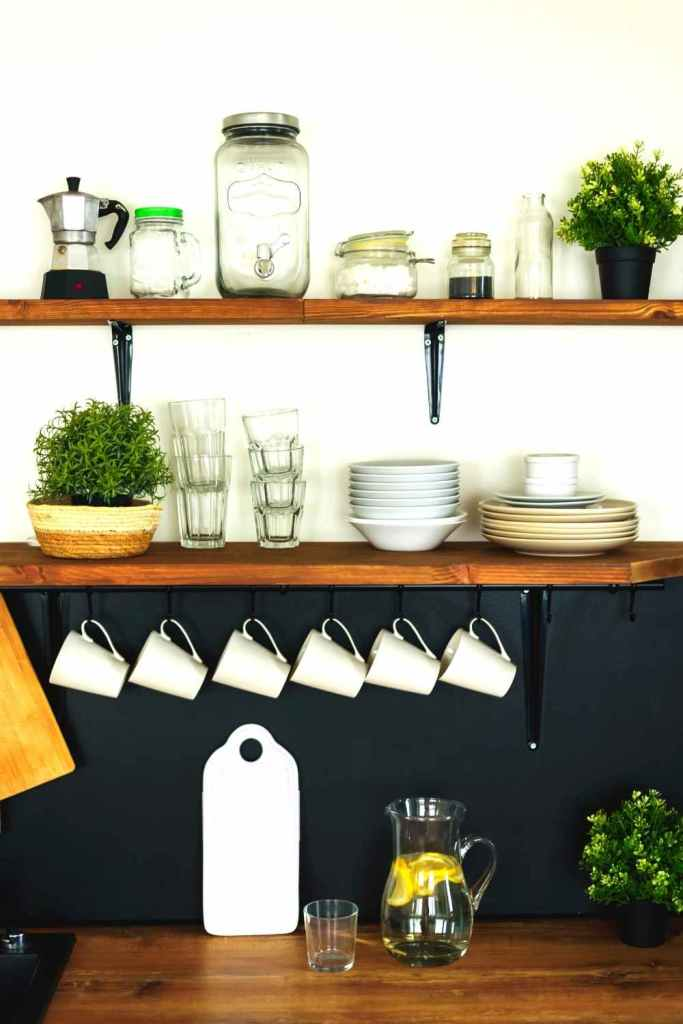 decoração de cozinha com prateleiras 26