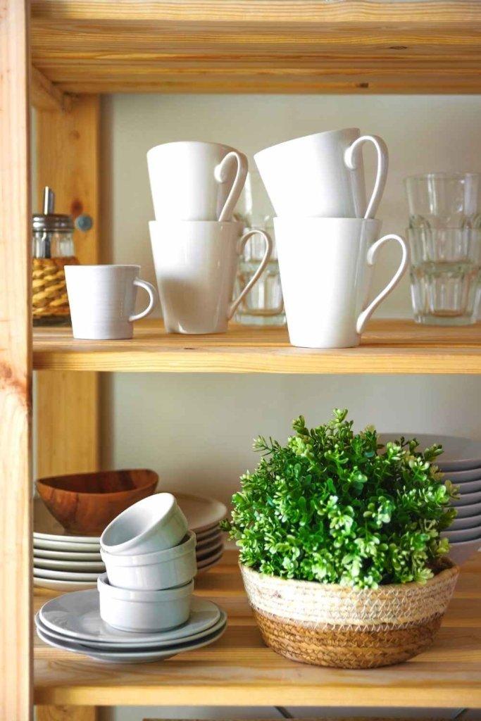 decoração de cozinha com prateleiras 29