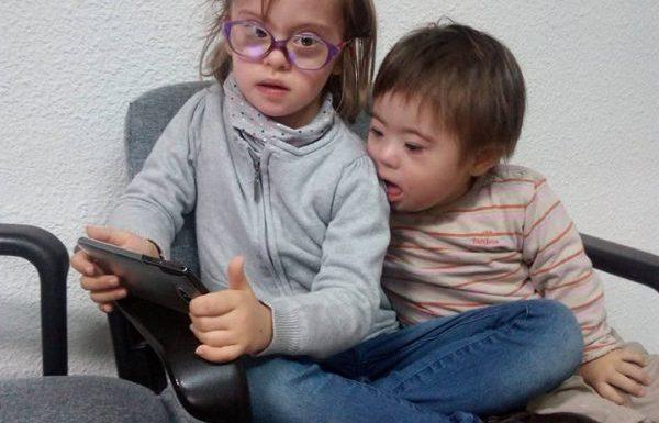 Niños con tablet