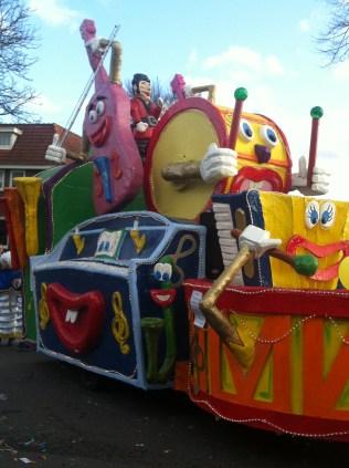 IMG_2465 Carnaval Wijchen Fout = vals Orchestra float