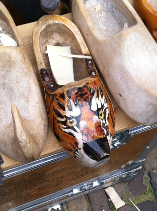 Tiger feet wooden shoes