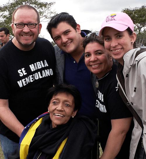 Jesús Bello, Álvaro Rauseo, María E. Pardo, Emily Bello y Dra. Nidia Villegas en el Primer Parrandón Venezolano 2013.
