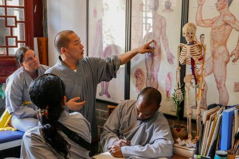 Dr Yanmian teaching Acupuncture Class