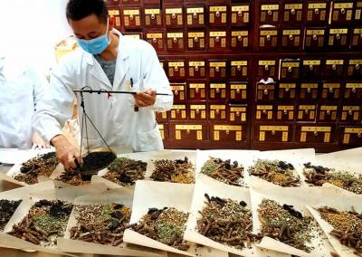 Acupuncture Coconut Creek DR studying Herbs in China