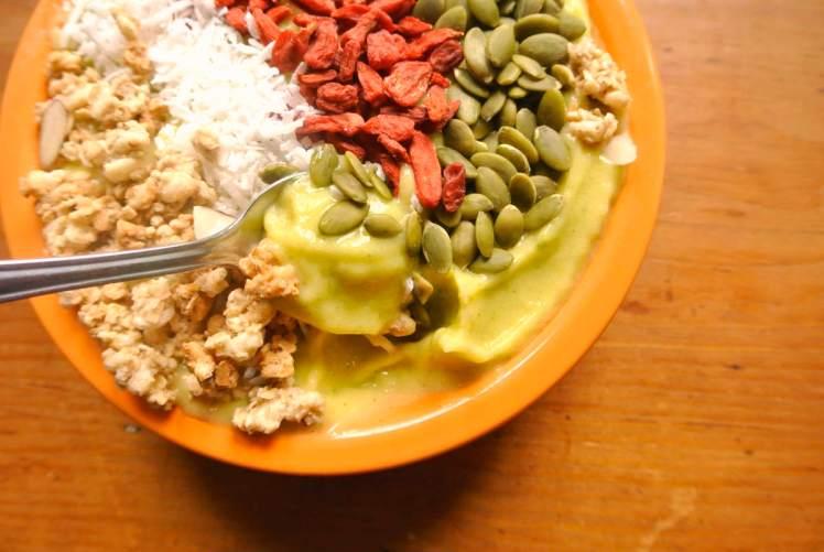 sunshine-smoothie-bowl-3