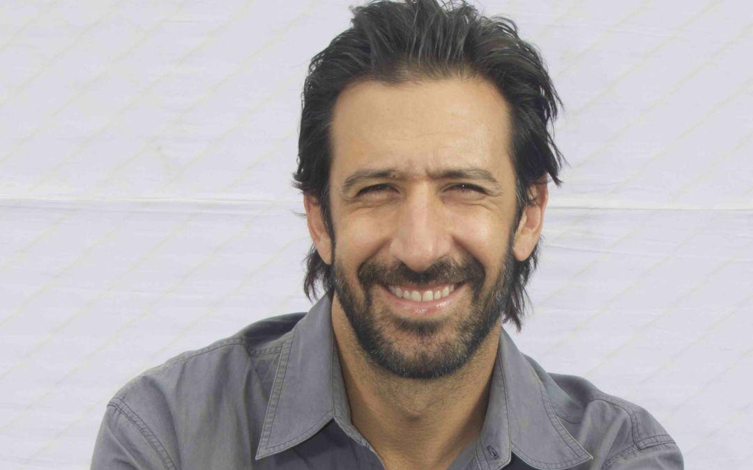 'Everybody Loves Somebody' star José María Yazpik talks bilingual rom-com