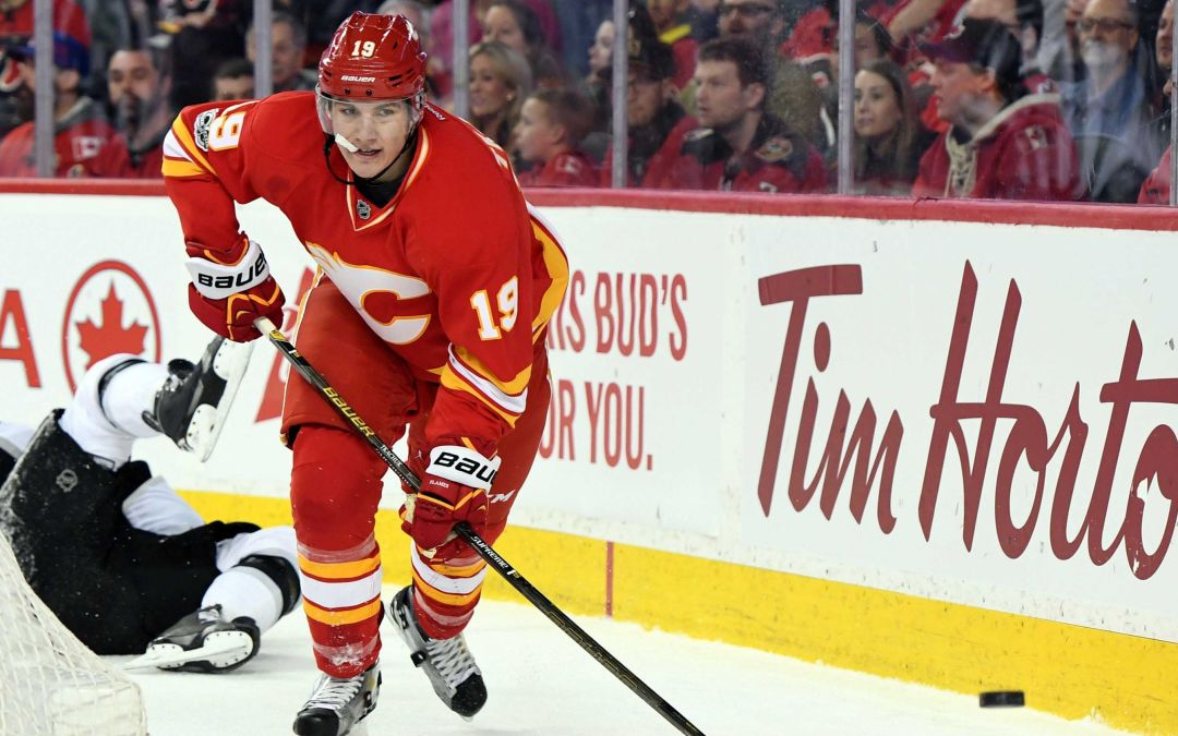 Matthew Tkachuk levels Drew Doughty with elbow to the face
