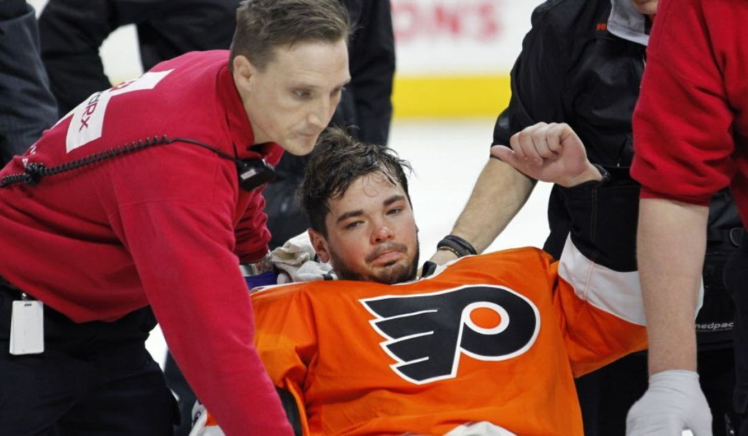Flyers goalie Michal Neuvirth collapses on ice in scary scene