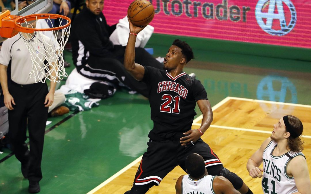 Isaiah Thomas plays with heavy heart, but Bulls take Game 1 from Celtics