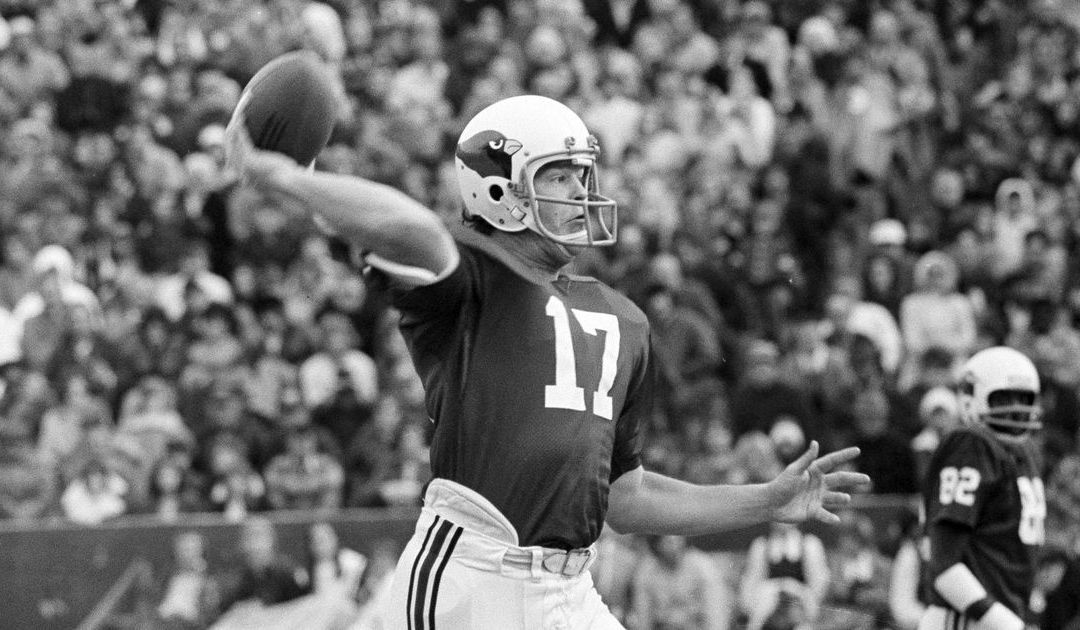 Longtime QB Jim Hart will join Arizona Cardinals greats in the ring of honor