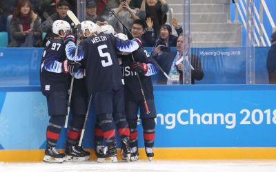 U.S. men's hockey team advances to quarterfinals