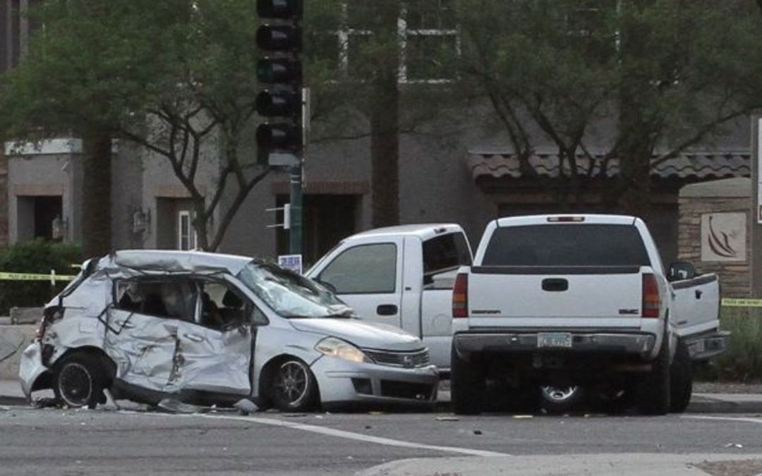1 killed in 5-vehicle crash; Phoenix intersection closed