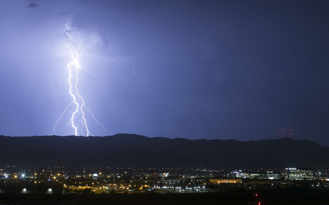Weather advisories issued as storm hits Phoenix area