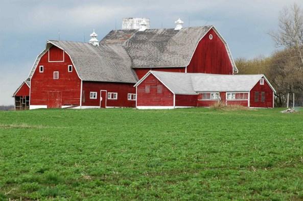 Celeiro dentro da propriedade agrícola - imagem típica nos EUA