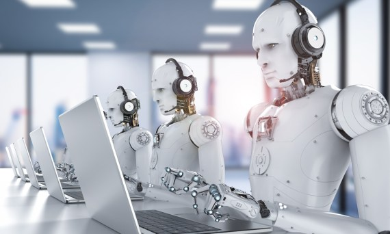 Humanoide Roboter arbeiten an Laptops.