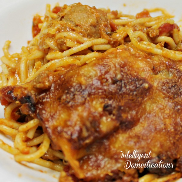 Baked Spaghetti Recipe. Two Meat and Two Cheese Baked Spaghetti. How to bake spaghetti. One dish dinner. Spaghetti Casserole. #spaghetti #casserole #weeknightmeal