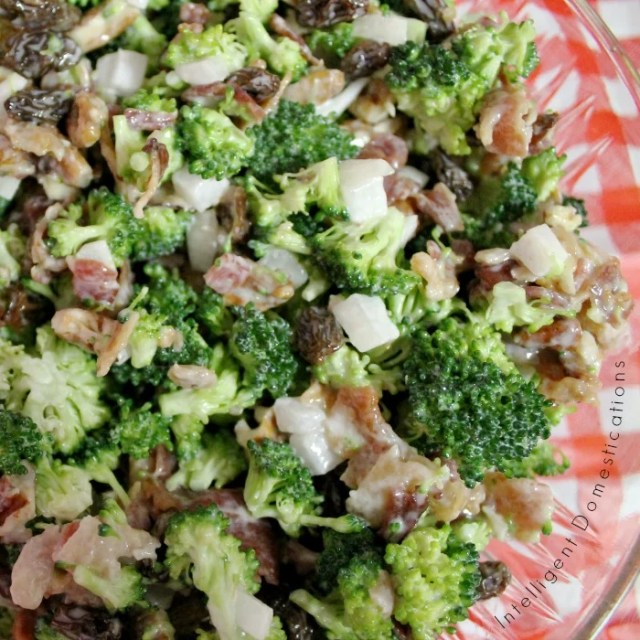 Broccoli Bacon Salad recipe. How to make Broccoli Salad. Broccoli Bacon and Raisin Salad. Summer Salad with Broccoli. #broccolisalad #summersalad #BroccoliBaconSalad
