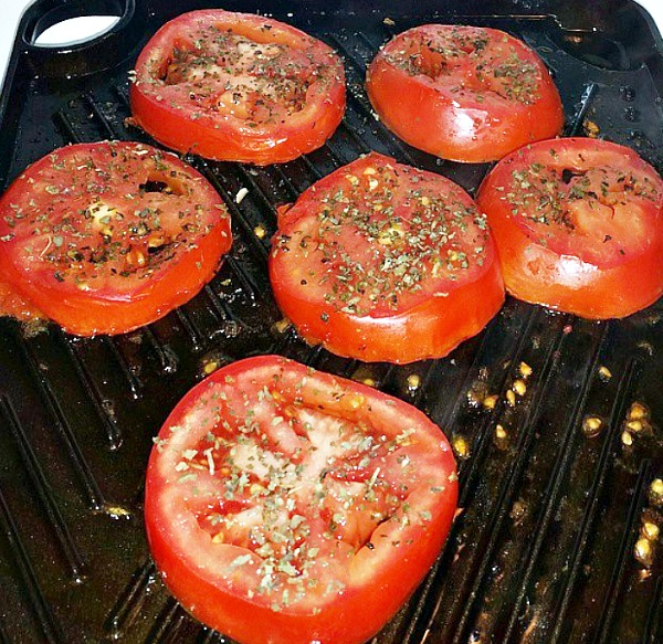 How to make Basil Grilled Tomatoes. Sprinkle tomatoes with fresh crushed basil. Delicious Summer side dish using fresh tomatoes. Grilled Tomato Recipe. How to cook tomatoes on a stove top griddle. #grilledvegetables #summervegetables @grilledtomatoes #tomatorecipe #summerfood #farmtotable