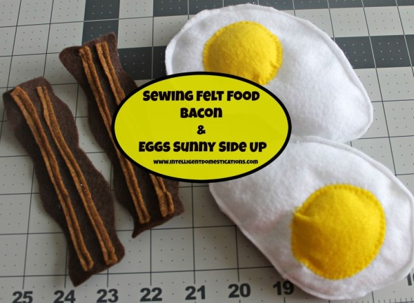 How to sew felt play food. Bacon and Eggs Sunny side up felt play food.