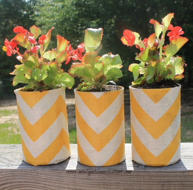 Repurposed vegetable cans into fabric covered flower pots to match your porch pillows. #repurpose #upcycle #intellid
