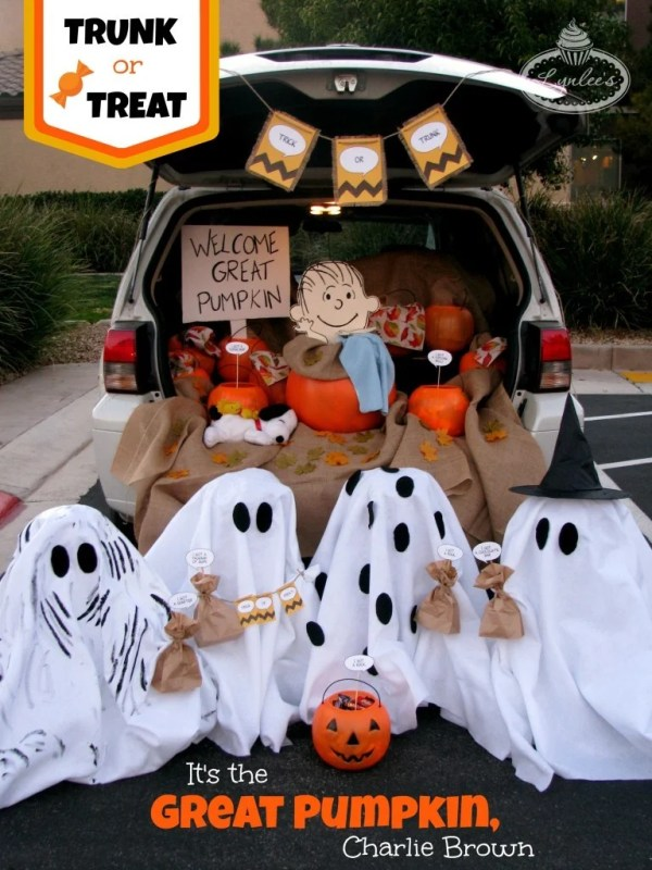 Charlie Brown Trunk-or-Treat. Trunk or Treat ideas. 21 Clever Trunk or Treat Ideas