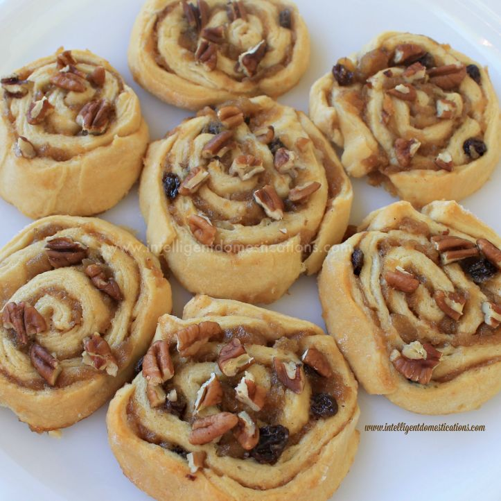 Crescent Apple Raisin Cinnamon Caramel Pecan Rolls 1.www.intelligentdomestications.com