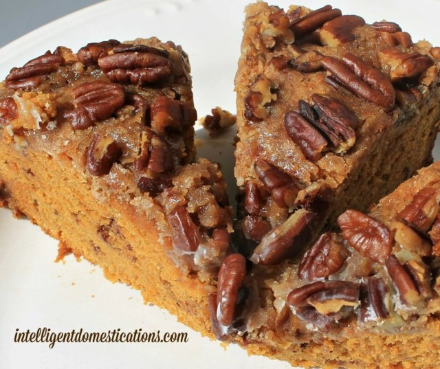 Pumpkin Streusel Coffee Cake recipe made in the Crockpot. An easy and delicious Fall coffee cake dessert topped with pecans and made not quite from scratch.