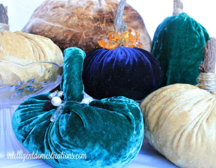 My DIY Velvet Pumpkins.intelligentdomestications.com