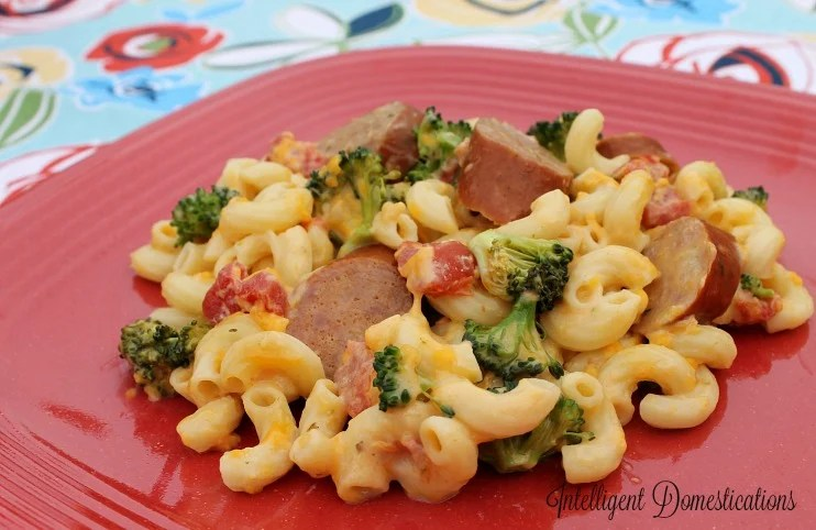 Crockpot Broccoli and Sausage Macaroni & Cheese Casserole recipe at intelligentdomestications.com