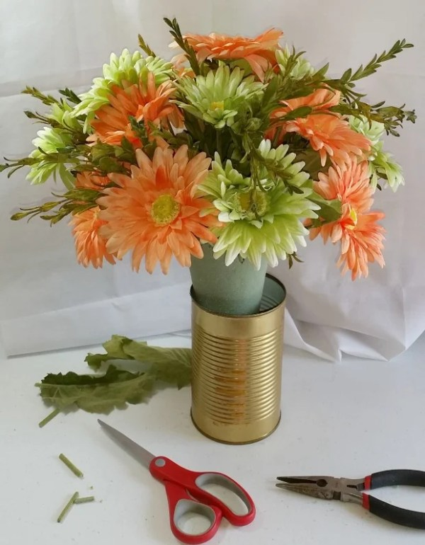 How To Make Your Own Cemetery Flower Arrangements. DIY Cemetery Flowers Easy Tutorial anyone can do. #diycemeteryflowers