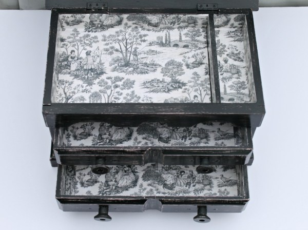 How to makeover an old jewelry box. Jewelry box sewing storage upcycle. Sewing storage project