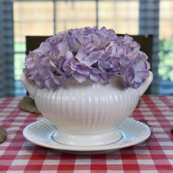 How to make a quick and easy centerpiece using what you have. Stick some silk hydrangea in a soup tureen for a striking centerpiece.