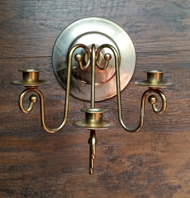Sconce before upcycle