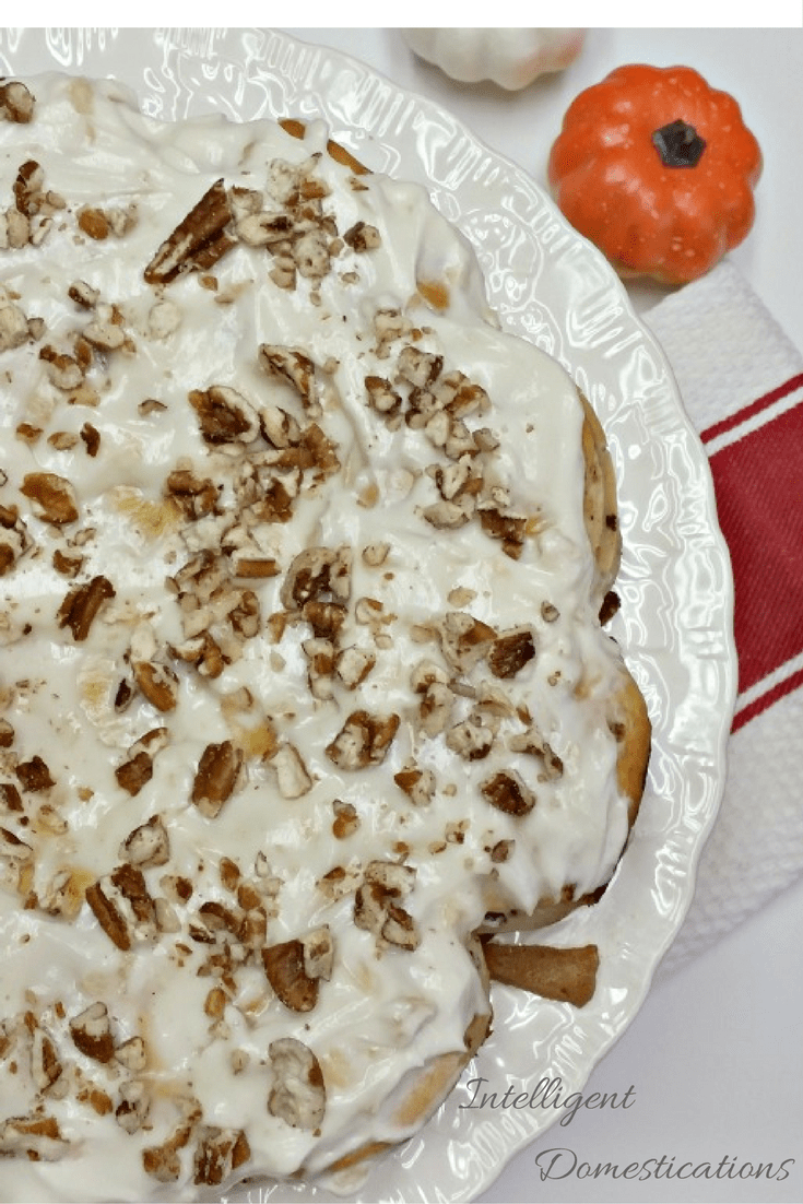 apple-cinnamon-roll-coffee-cake-with-apple-cream-cheese-icing