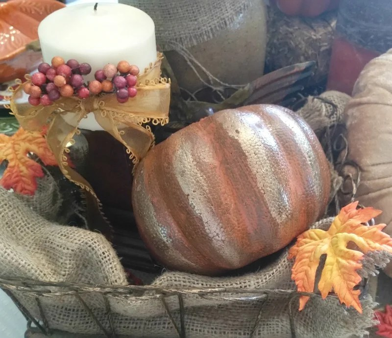 fall-centerpiece-using-dollar-store-styrofoam-pumkin-made-over-with-gold-streaks