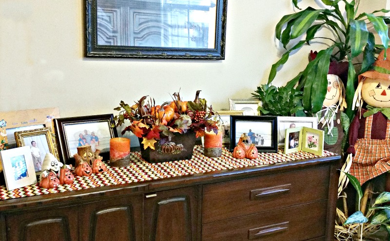 create-a-fall-vignette-with-an-easy-diy-table-runner-and-diy-centerpiece-intelligentdomestications-com