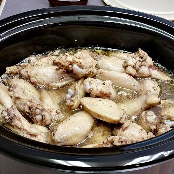 Crockpot Lemon Pepper Wings recipe. Only 3 ingredients. Lemon Pepper wings recipe