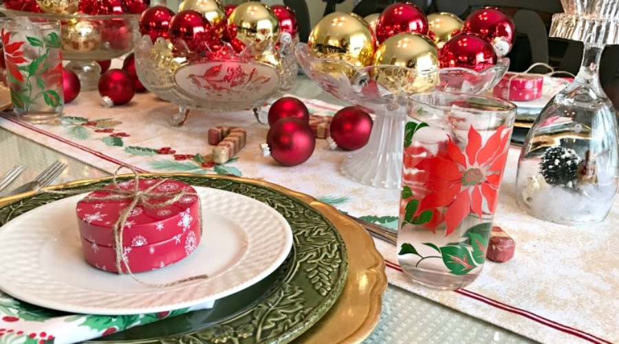 red-and-gold-christmas-tablescape-at-intelligentdomestications-com