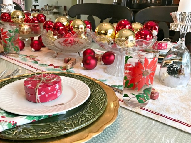 Easy last minute Christmas table centerpiece idea