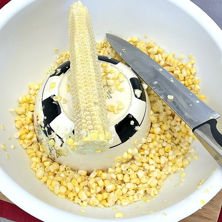 How to easily cut corn off the cob